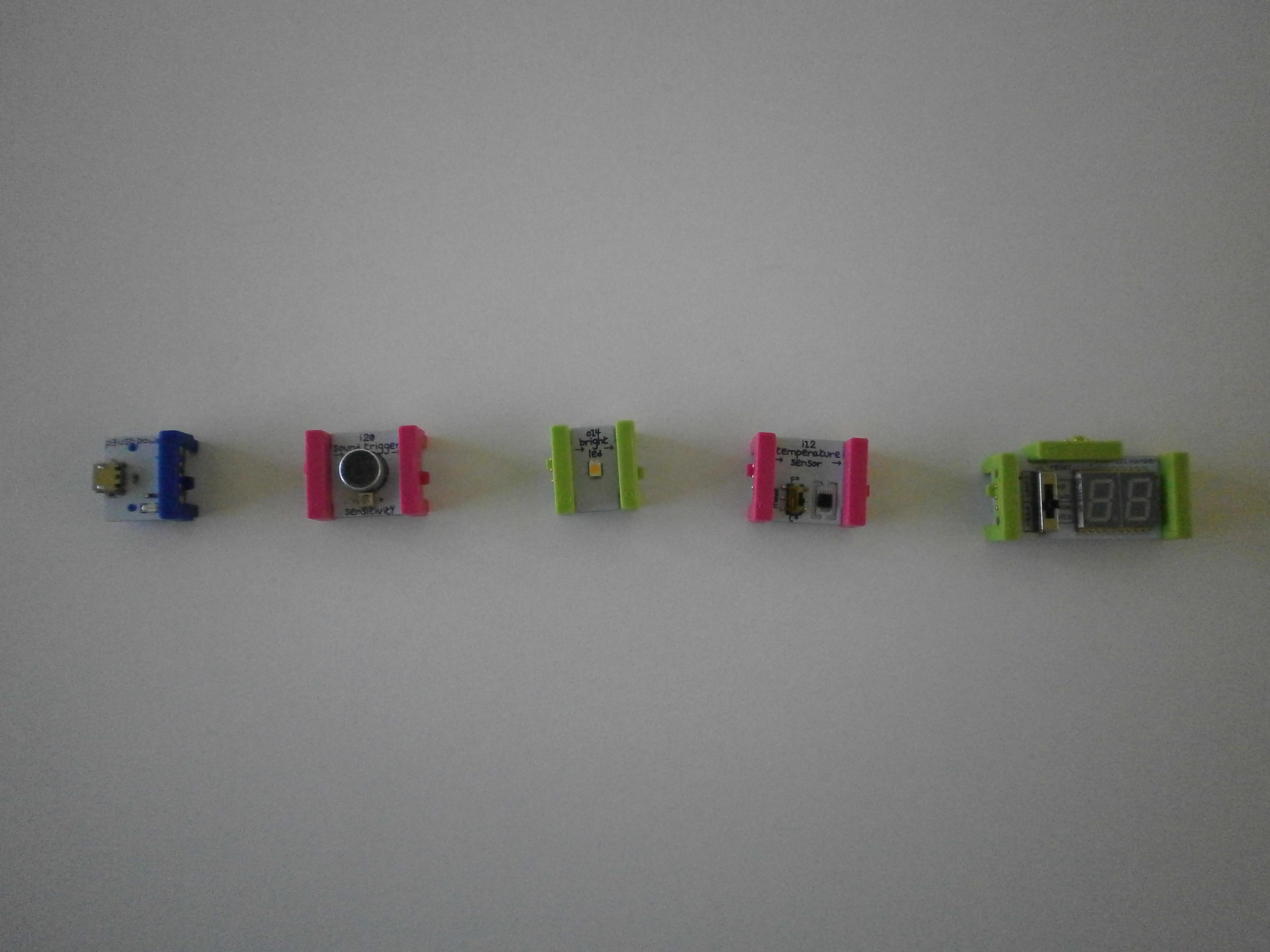 Dijelovi za termometar složeni po redu za spajanje